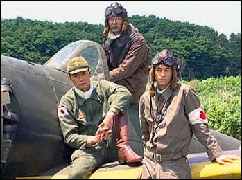 아예 극우인사 이시하라 도쿄 도지사가 제작을 맡은 영화 <나는 당신을 위해 죽으러 갑니다>는 가미카제 특공대를 미화하고 있다. 아예 극우인사 이시하라 도쿄 도지사가 제작을 맡은 영화 <나는 당신을 위해 죽으러 갑니다>는 가미카제 특공대를 미화하고 있다.